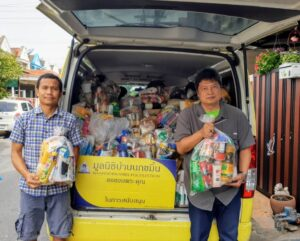 Baan Nok Kamin Foundation goes to help flood victims, Loei Province,Thailand
